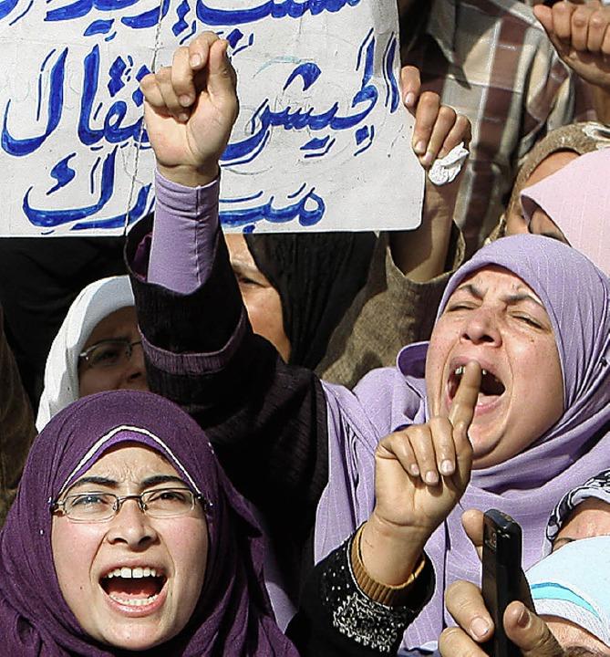 Ägypterinnen appellieren ans Militär, Mubarak abzusetzen.   | Foto: DPA