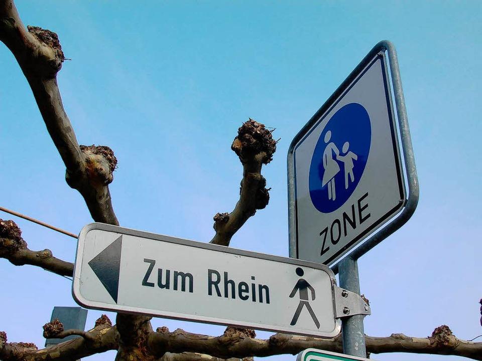 Neuenburg geht zum Rhein &#8211;  die ... (noch) beim Rathausplatz <ppp> </ppp>    Foto: Drescher