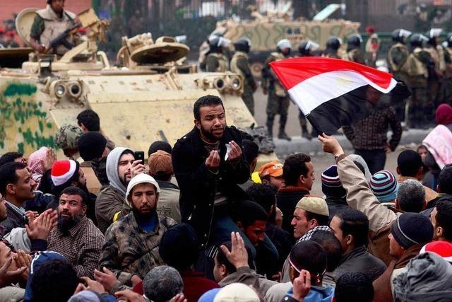 Mubaraks System zerfällt – Rückzug der Parteiführung