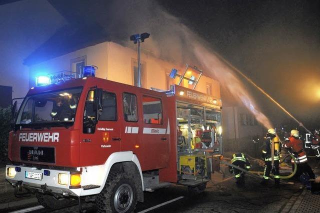 Drei Feuerwehren löschen die Flammen