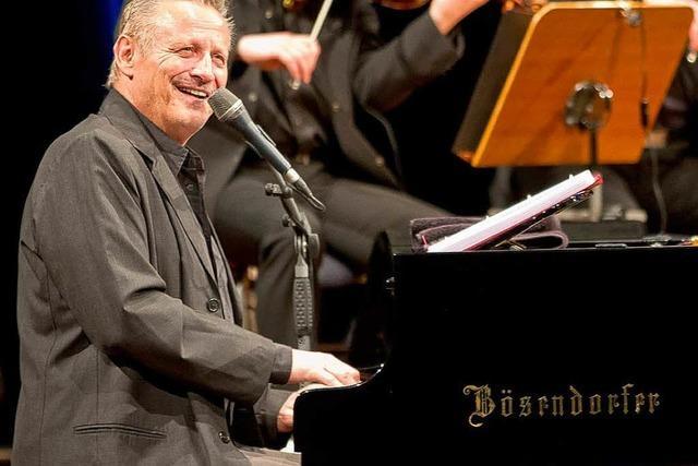 Konstantin Wecker glänzt als Romantiker und Melodiker