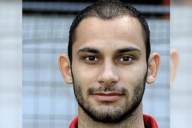 Ömer Toprak kommt zu den jungen Fußballern