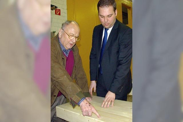 Felix Schreiner besucht Holzleimbau Wiedmann