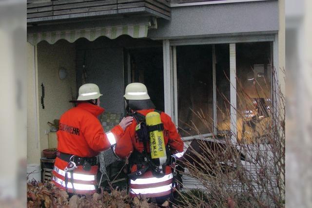 Frau stirbt bei Brand in Wohnanlage