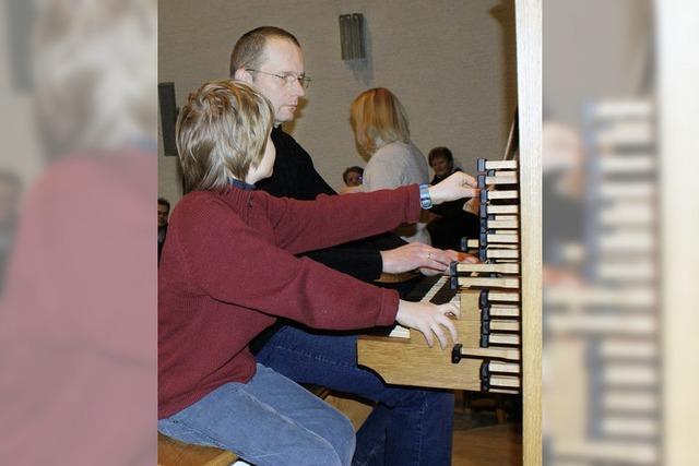 Großer Andrang – Kinder entdecken die Orgel