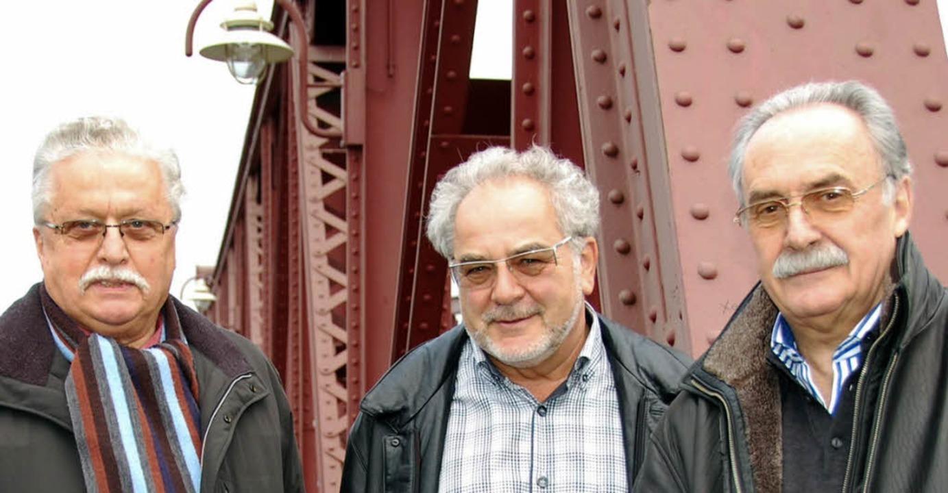 Auf Versöhnungskurs: Bilb-Vorstand mit...er (von links) auf der Friedensbrücke   | Foto: Lauber