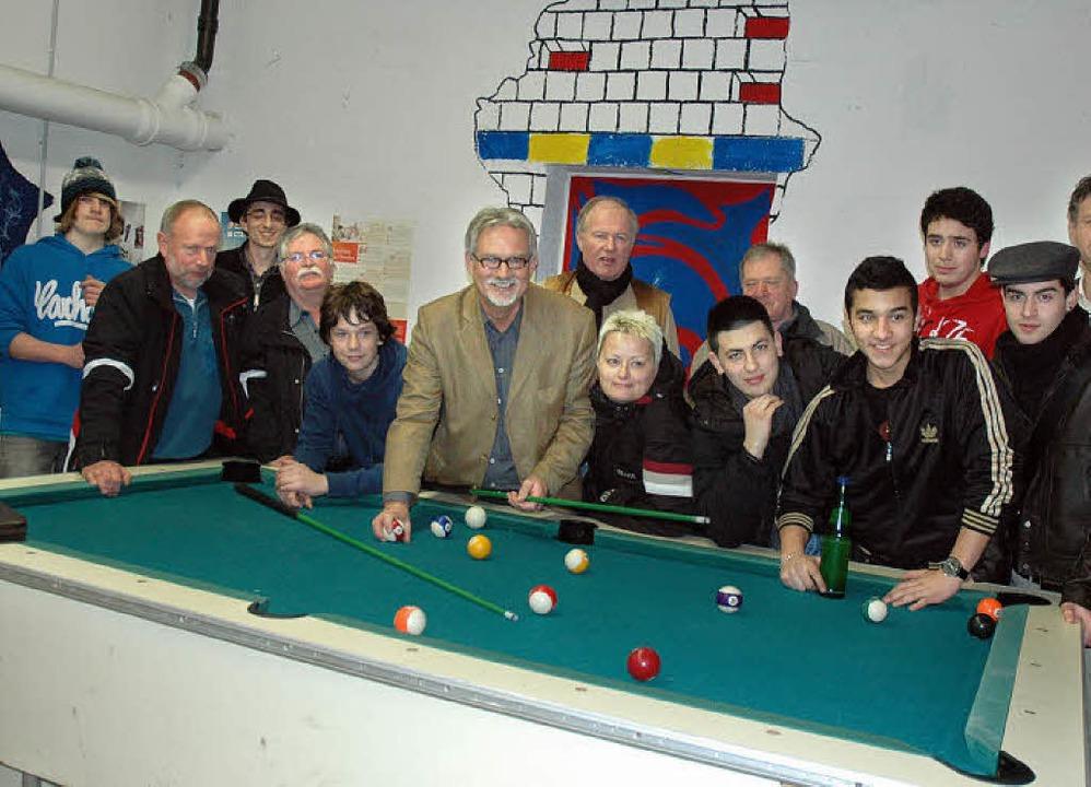 Der Hauinger Ortschaftsrat besuchte den Jugendtreff.   | Foto: Wieschenkämper
