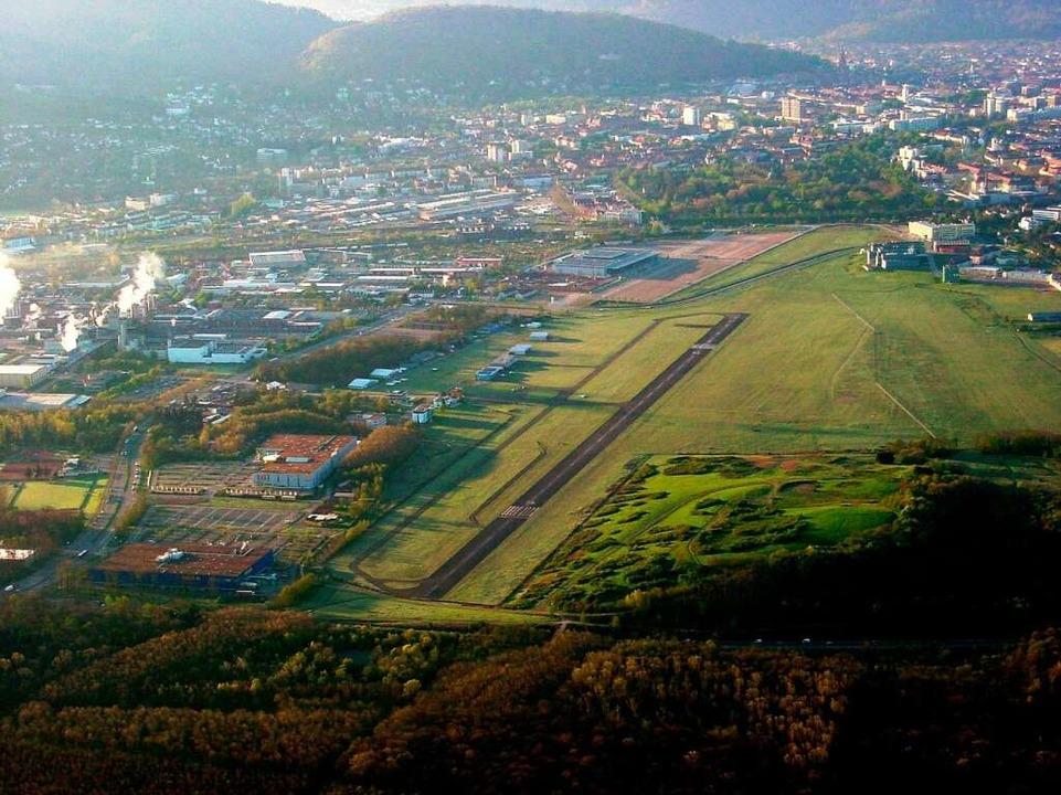 Der Freiburger Flugplatz; rechts das Gelände für den Gottesdienst   | Foto: Ballonteam Norbert Blau/privat/dpa