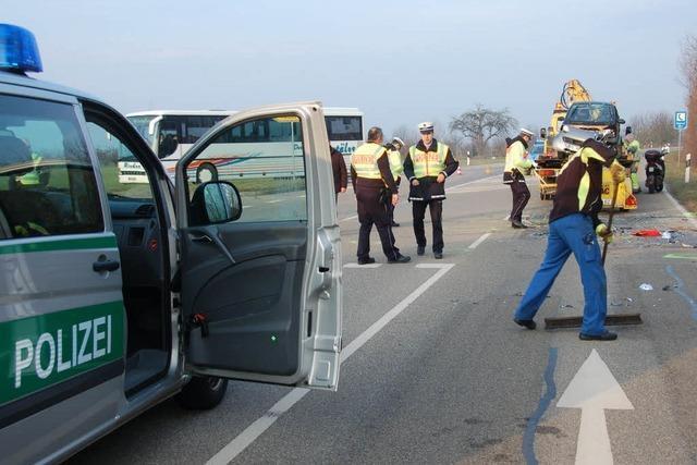 Auto nimmt Motorradfahrer die Vorfahrt – tot