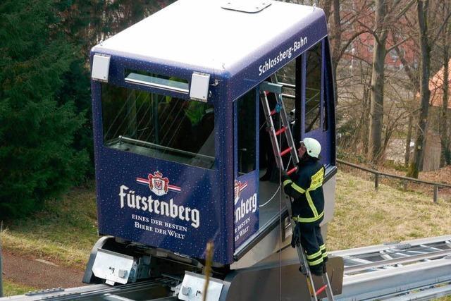 Feuerwehr befreit Familie nach Panne aus der Schlossbergbahn