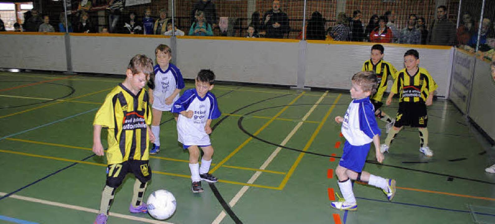 Kräftig angefeuert wurden die F-Jugend...hier beim Spiel gegen Old Boys Basel).  | Foto: Sedlak