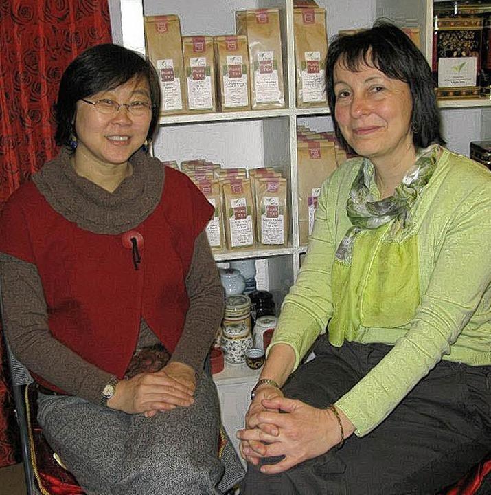 """Die beiden in Müllheim lebenden Autori...e China wirklich """"tickt"""".     Foto: D. Philipp"""
