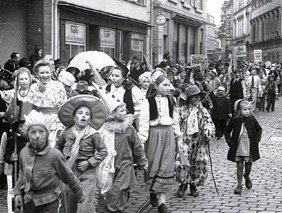 1949: Der der Fasnachtsumzug nach dem Krieg war nur als Kinderumzug erlaubt.   | Foto:  Foto Hupfer/Archiv Narrengilde