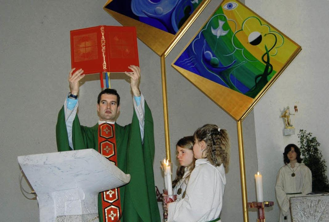 Der Gottesdienst, von Vikar Siegfried ...in den Gottesdienst waren auch Kinder     Foto: manfred Risch