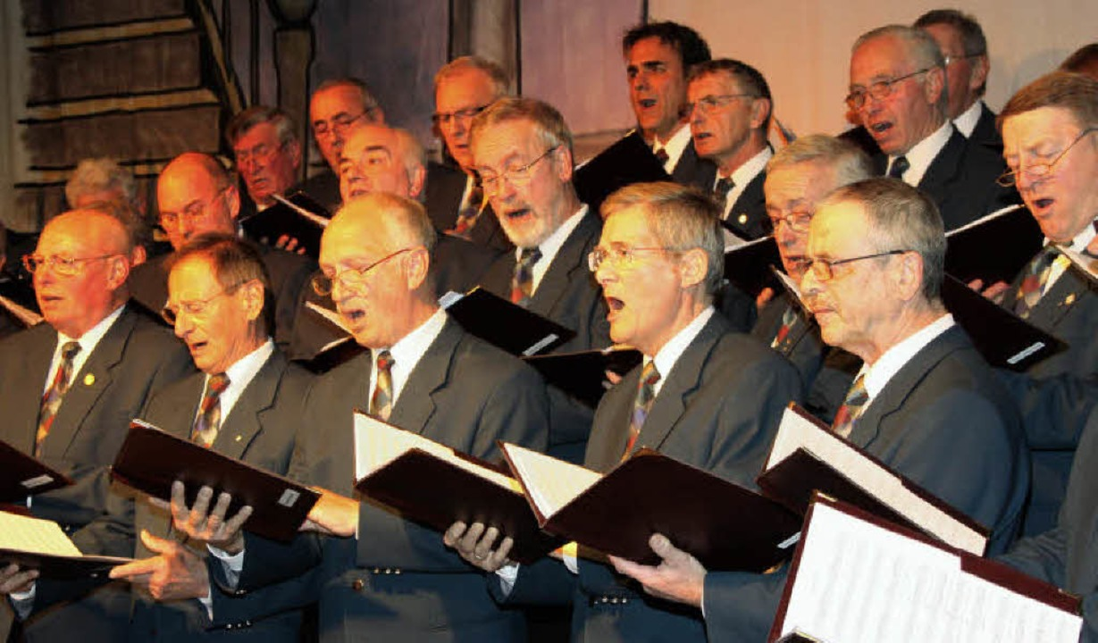 Die Chorgemeinschaft Schallstadt-Wolfe...n-Philipp-Glock-Halle in Schallstadt.   | Foto: Silvia Faller