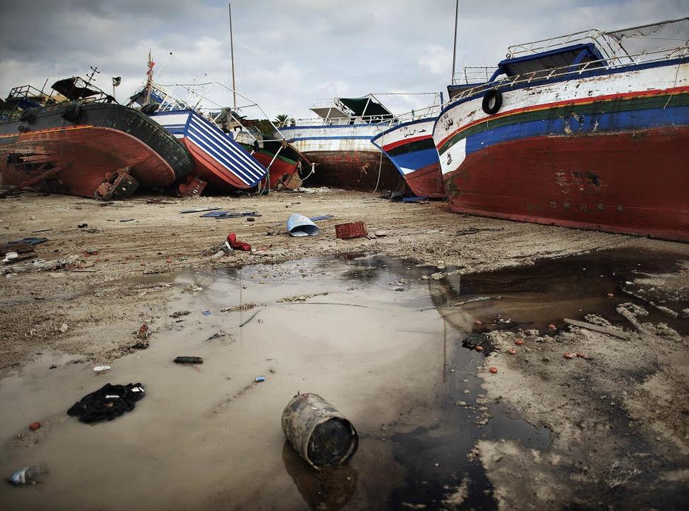 Auf Lampedusa sammeln sich die Boote der Flüchtlinge aus Tunesien.     Foto: AFP