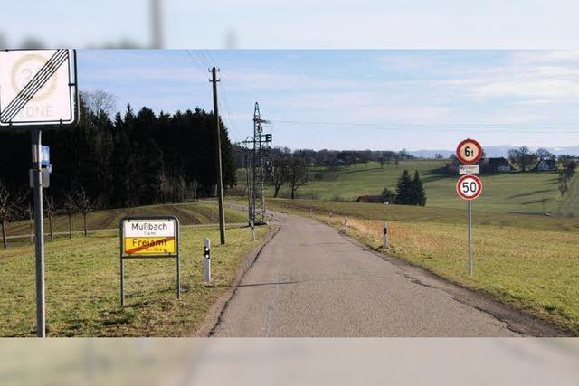 5,50 Meter Straßenbreite und Gehweg