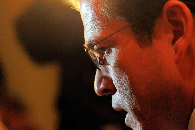 Plagiatsvorwurf gegen Guttenberg: Uni leitet Verfahren ein