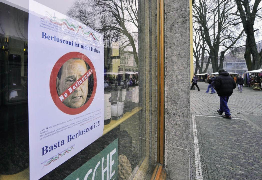 Solidarisch mit Protesten: Trattoria Tizio gegen Berlusconi.   | Foto: Bamberger