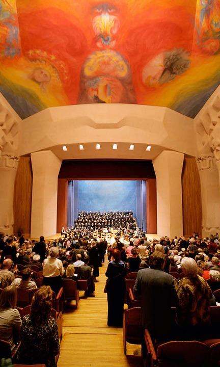 "Hier wird Bachs ""Johannespassion...iert: Veranstaltungssaal im Goetheanum  | Foto: Stefan Pangritz"