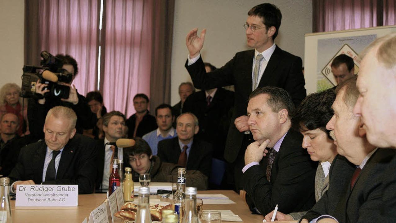 Setzte  auf  Argumente und weniger auf...elmut Rau) und Bahnchef Rüdiger Grube.  | Foto: DEC