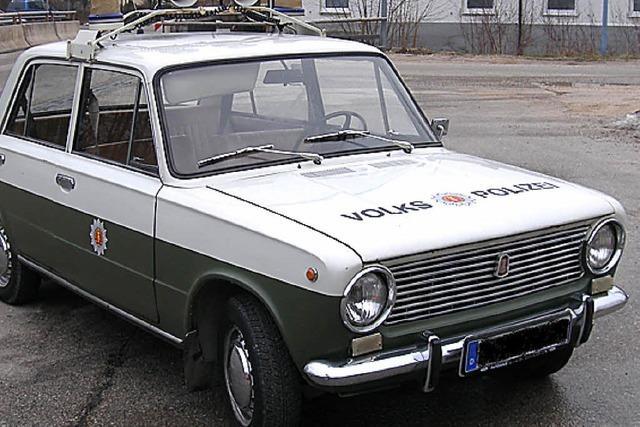 Streife stoppt Wagen der DDR-Volkspolizei
