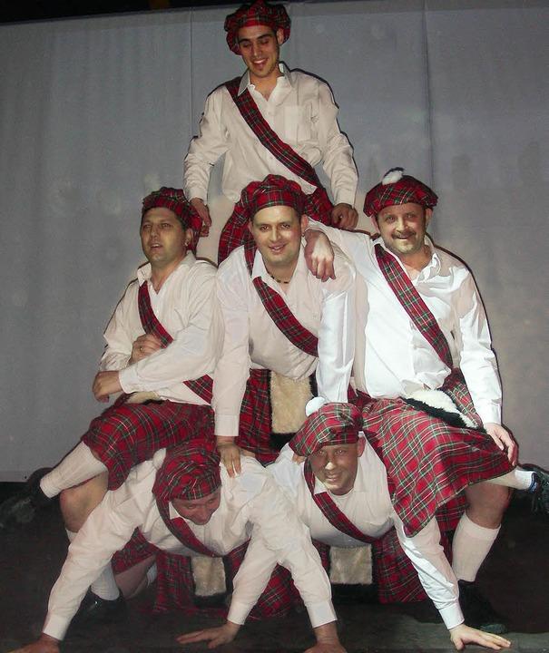 Im Schottenrock trat das Männerballett...äste der Narrenzunft Fasnet feierten.   | Foto: mario schöneberg