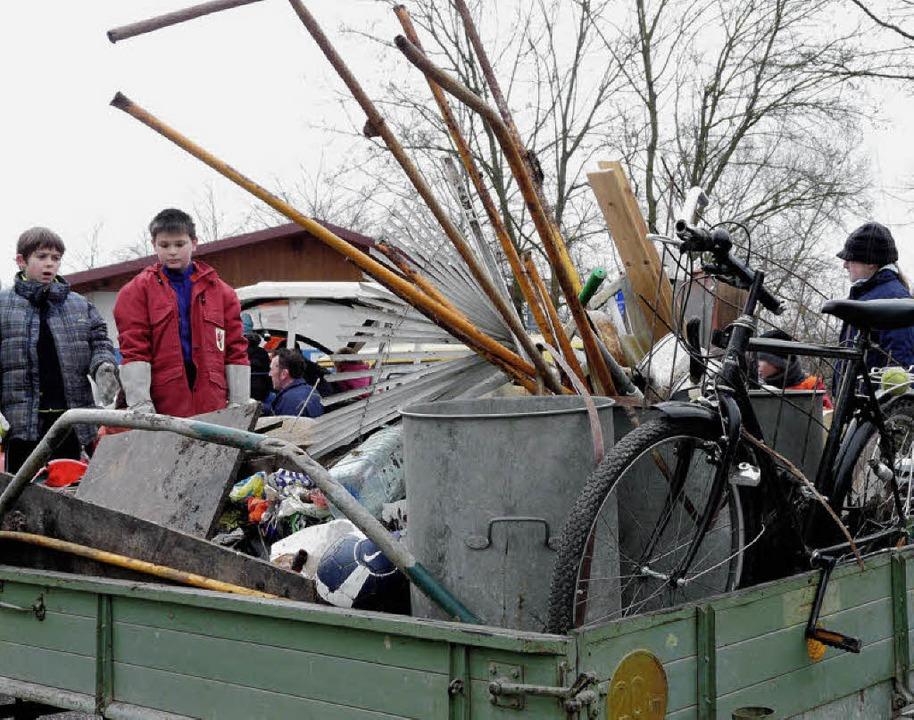 Jede Menge Müll steht zum Abtransport bereit.   | Foto: Reiner Beschorner