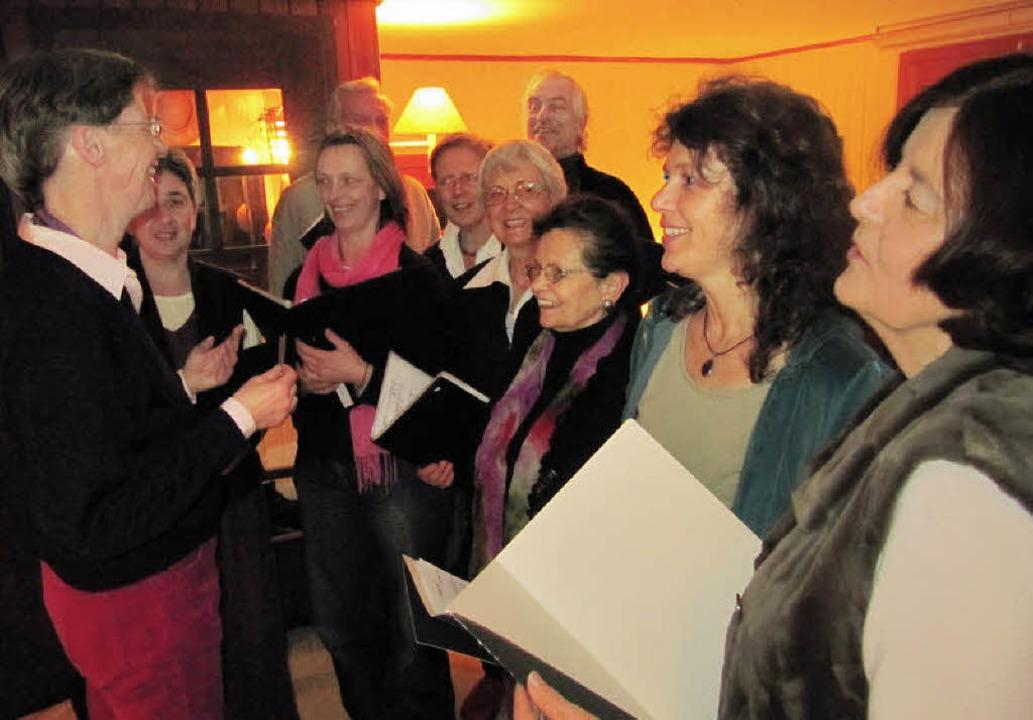 Die Freude am Singen hat die Mitgliede...en auch menschlich sehr gut zusammen.     Foto: Susanne Filz