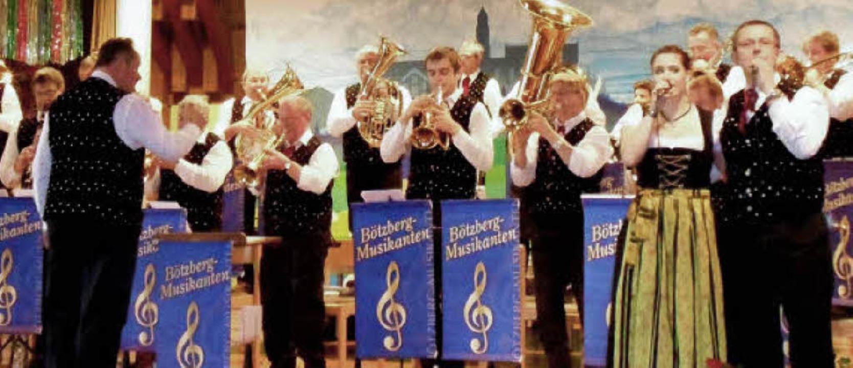 Die Bötzberg-Musikanten aus St. Blasie...echts) brachten Stimmung in den Saal.   | Foto: Sigurd Kaiser