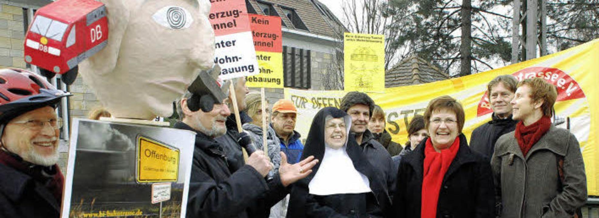Vertreter der Linken sowie der Offenbu...d Interessengemeinschaft am Bahngraben    Foto: GES