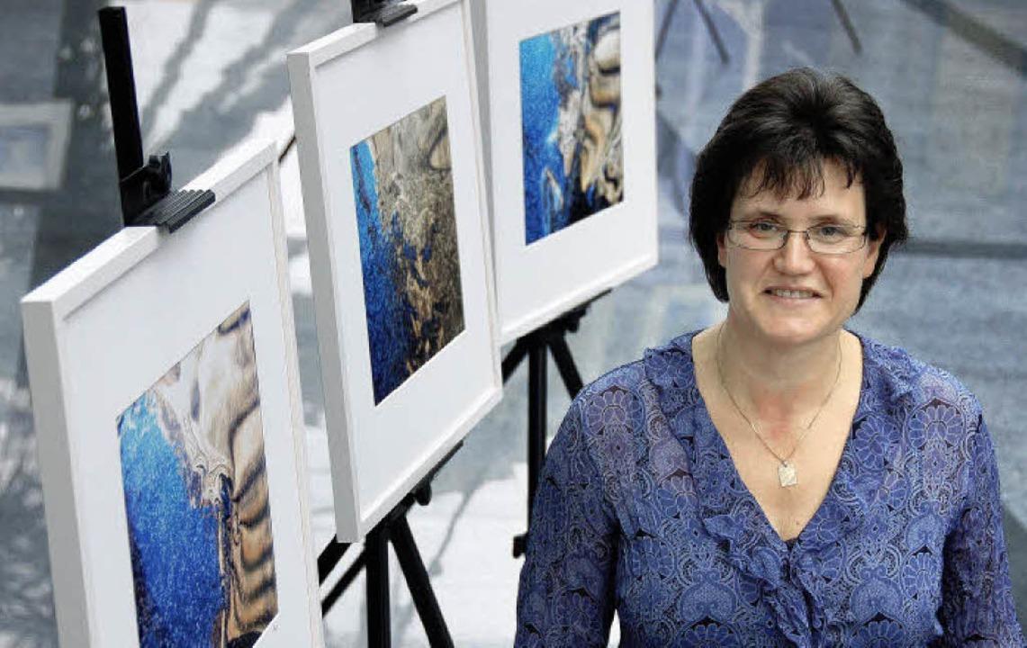 Spiegelbilder von Sigrid Hupfer bei Ba...iefert hier die Formen unter dem Eis.   | Foto: Nikolaus Trenz