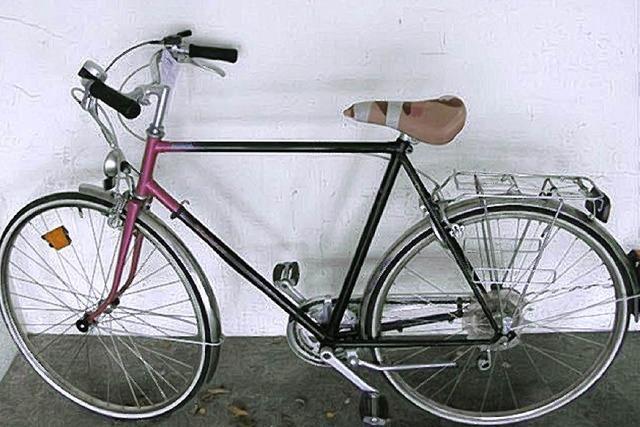 Ein Fahrrad wird zur Spur