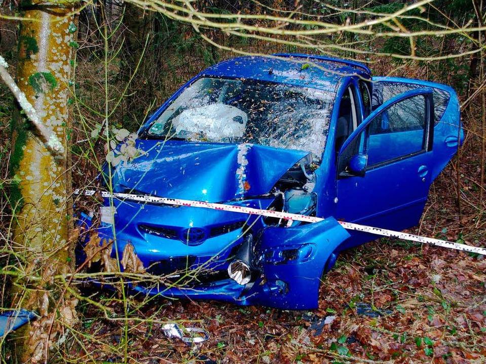 Totalschaden – der Wagen nach dem Crash.    Foto: Polizei