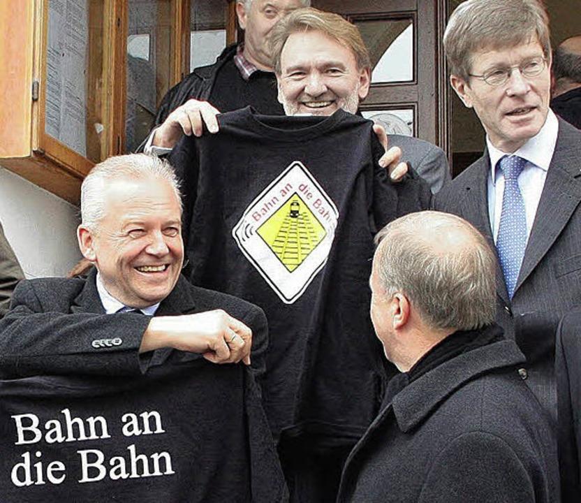 Die Grafenhausener Forderung Bahn an d...rstand Volker Kefer jüngst Freude aus.  | Foto: Hiller