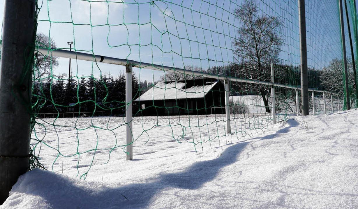 Winterruhe: Wenn der Hartplatz nicht  ...udenberg um den Bestand des Vereines.     Foto: Thomas Winckelmann