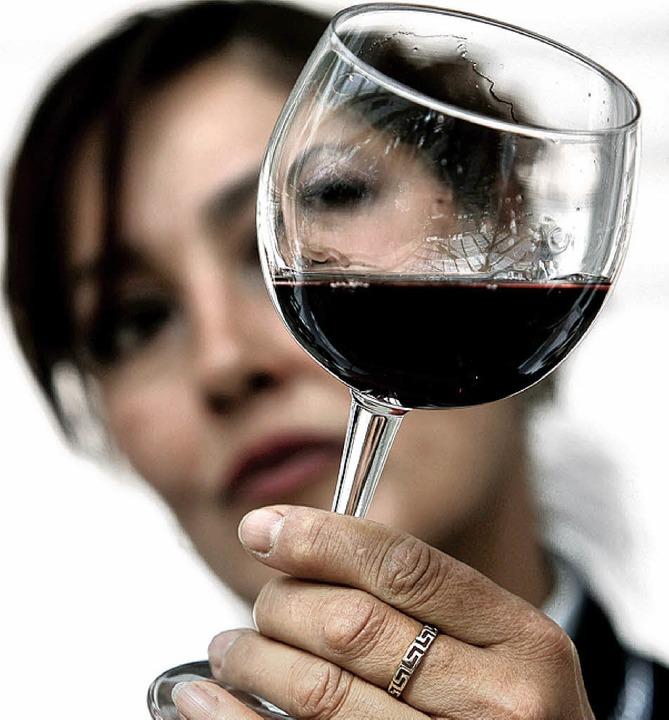 Frauen und Wein- bei den Weinflitterwochen in Ettenheim finden sie zusammen.   | Foto: dpa