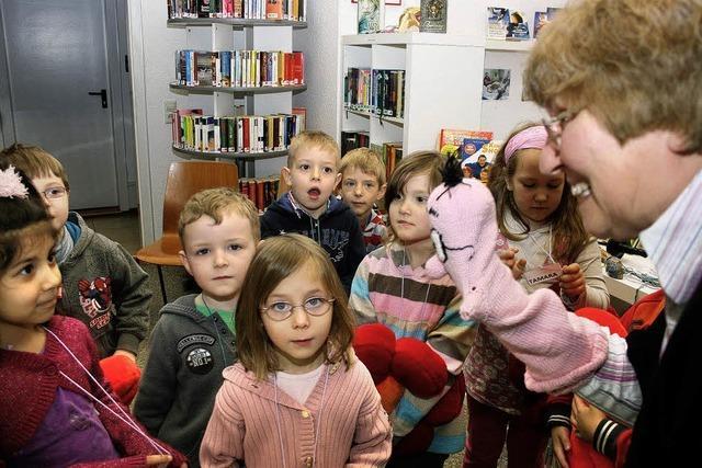 Bücherwurm Willi wartet auf Besuch