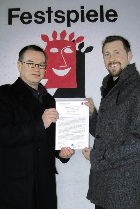 Frank Laurenat (links), der Vorsitzend...en Kooperationsvertrag unterschrieben.  | Foto: privat