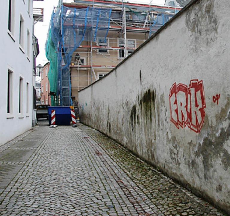Dieses Mauerstück ist ein Überrest der...n Stadtmauer, schreibt  dieser Leser.     Foto: rab