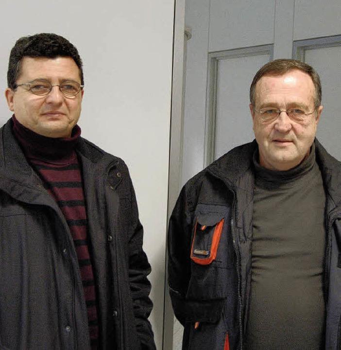 Uwe Mühl und Herbert Kropf wollen, das... mit gültigen Tickets unterwegs sind.   | Foto: Ralf H. Dorweiler