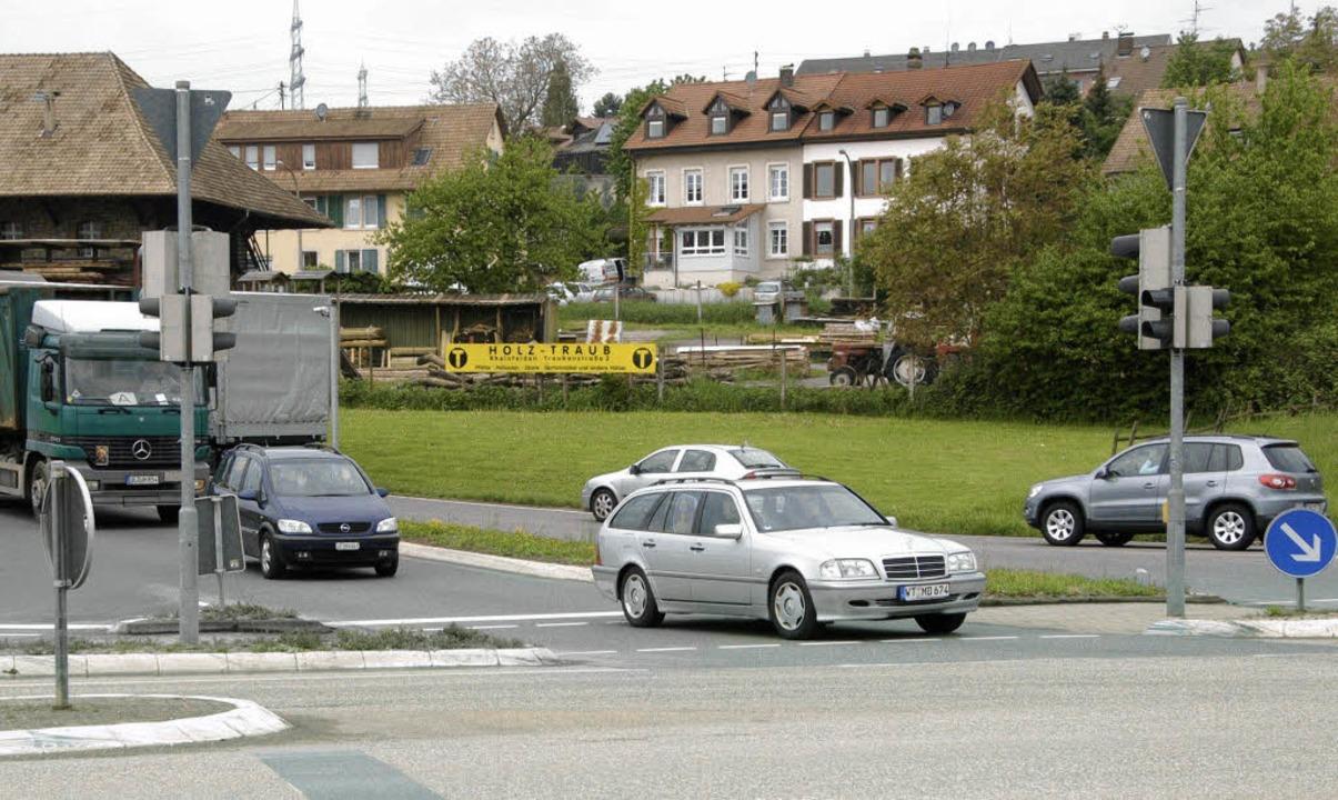 Nach dem Umbau der Alu-Kreuzung im Jun...g Schwörstadt  auf die B 34 abbiegen.   | Foto: Archiv:Ingrid Böhm-Jacob