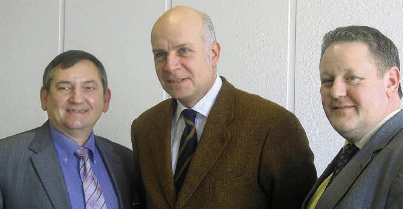 HBK-Geschäftsführer Peter Fischer, Pet...n links) beim gestrigen Pressegespräch  | Foto: Stefan Sahli