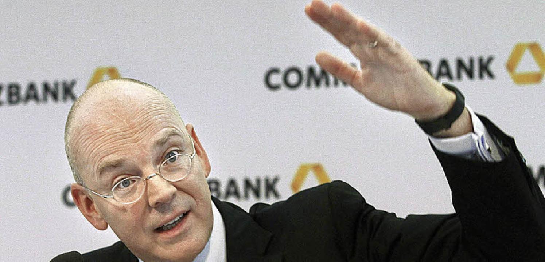 Es geht aufwärts, zeigt Bankchef Blessing    Foto: dapd