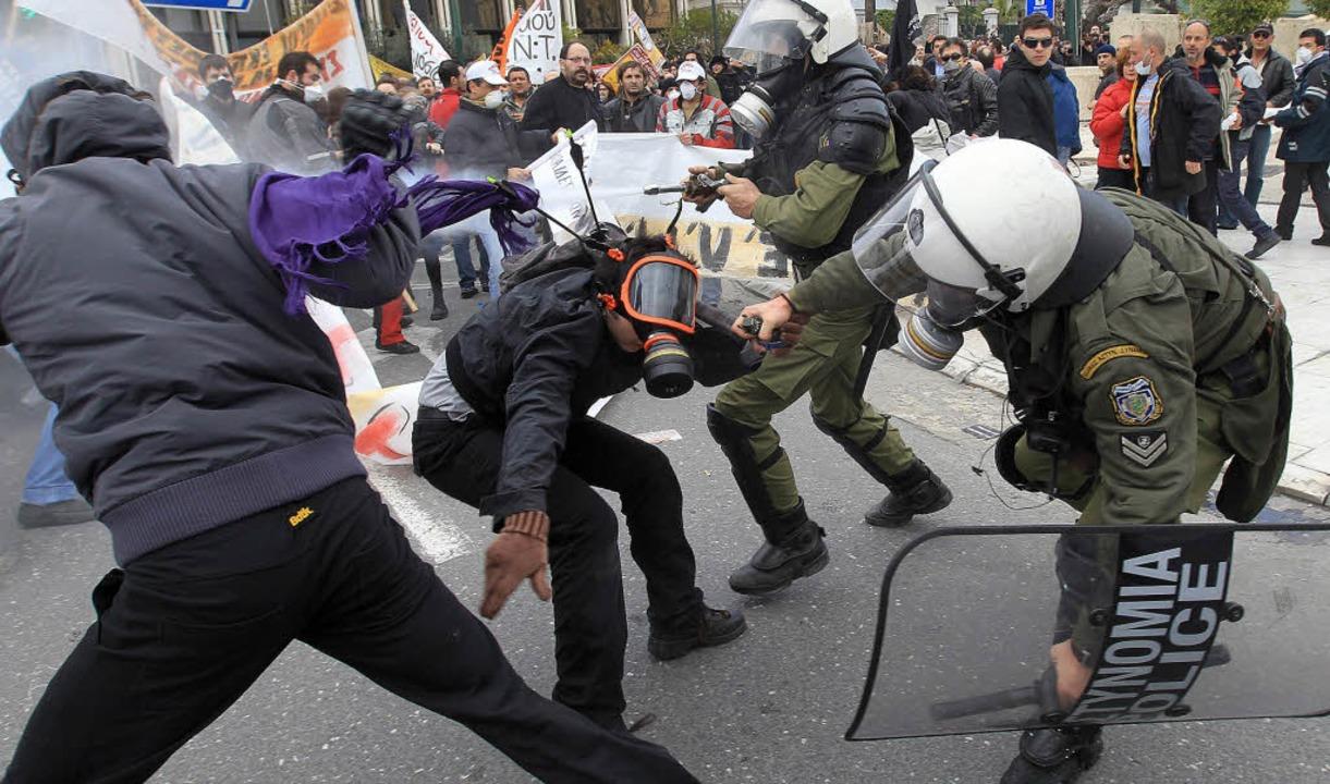 Während der Proteste in Athen kam es zu gewalttätigen Ausschreitungen.   | Foto: dpa