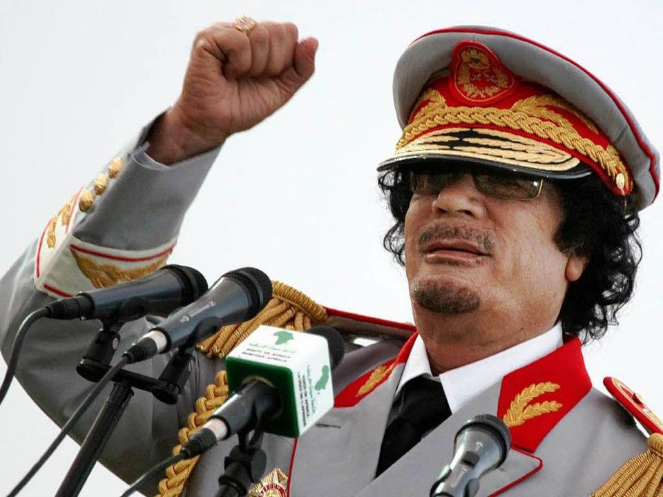 Ein Archivbild aus Tagen, an denen er ... über Libyen war:  Muammar al-Gaddafi.  | Foto: dapd