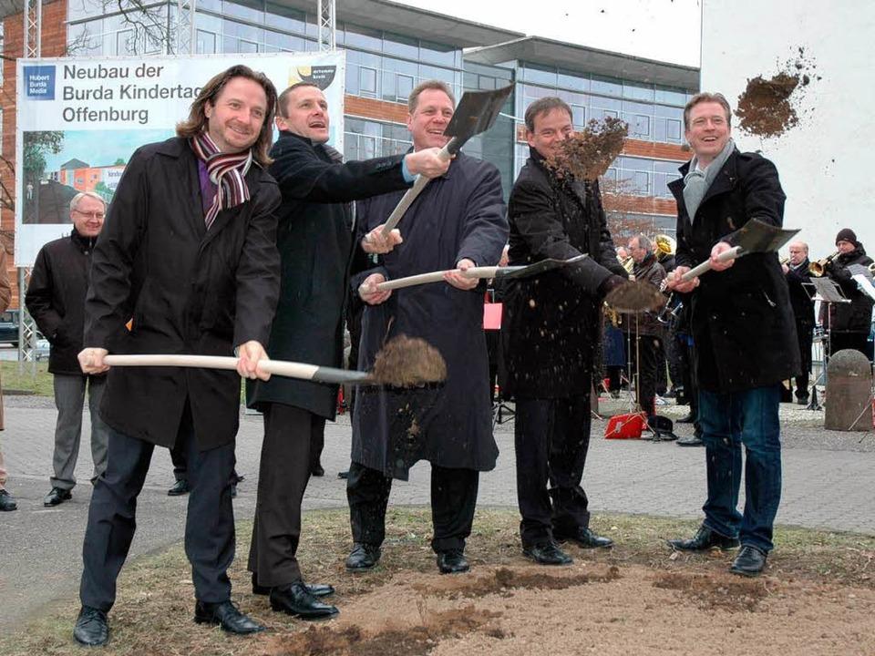 Beim  Spatenstich: (von links) ) Steph...Frank Scherer und Architekt Tim Krämer  | Foto: Landratsamt
