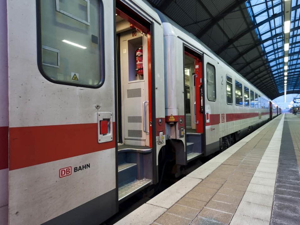 Bundesweit bestreiken am Freitag die Lokführer die Deutsche Bahn.  | Foto: dapd