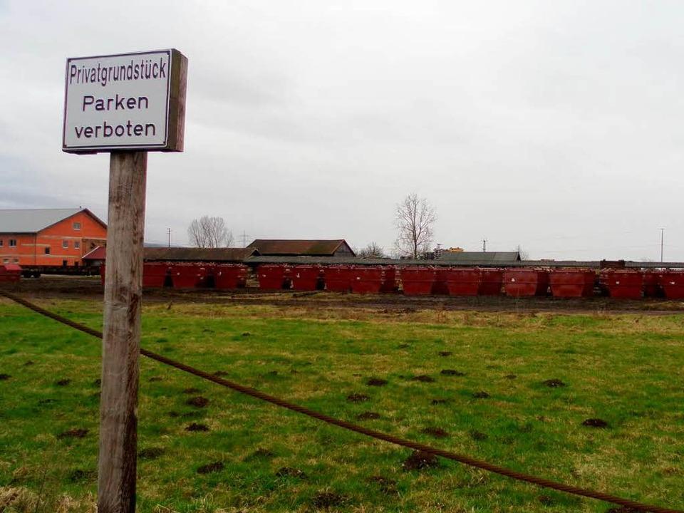 Mit Spezialcontainern werden Abfälle a...schen Deponie Le Letten transportiert.  | Foto: Andrea Drescher