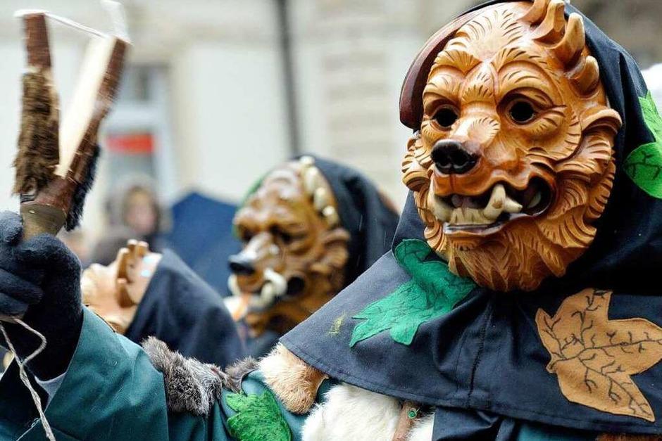 Masken und bunte Häs bestimmten am Sonntag den Narrenumzug in Müllheim mit über 2500 Teilnehmern. (Foto: Volker Münch)